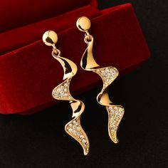 Find More Stud Earrings Information about Fashion Punk Women Twist Spiral Earring Gold Plated Women Zircon Lightning Earrings Charm Jewelry Silver/Gold/Black 3Color ES027,High Quality jewelry jesus,China jewelry scotland Suppliers, Cheap jewelry gordons from SINKEE JEWELRY Store on Aliexpress.com
