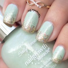 your nails ultra glitzy with swipes of gold glitter! Recreate this manicure in a few easy steps with this how-to and the essentials listed. Mint Nail Art, Mint Green Nails, Mint Nails, Sparkly Nails, Rose Gold Nails, Glitter Nails, Gold Glitter, Mint Gold, Gold Nail Polish