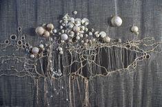 M.C.- détail d'un grand panneau.tarlatane soie perles Abstract Embroidery, Embroidery Applique, Beaded Embroidery, Felt Fabric, Fabric Art, Creative Textiles, Textiles Techniques, Contemporary Embroidery, Textile Fiber Art