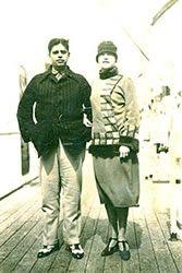 Em 1926, se casou com o escritor, ensaísta e dramaturgo Oswald de Andrade, que também fazia parte do movimento.    http://www.abrasantoandre.com.br/blog/tarsila-do-amaral-a-arte-da-inovacao-e-da-persistencia/
