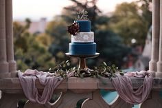 Moody madness with a pop of colour #wedding #weddingtrends #bride #weddigncake