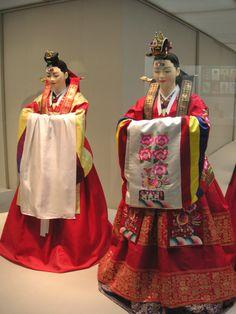 Hwarot, bride clothes.  Korean.costume-Hanbok-wedding.bride-01 - Hanbok - Wikipedia, the free encyclopedia