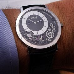 Piaget Altiplano 900P, the thinnest mechanical watch in the world (3.65mm).