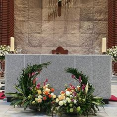 Altar Flowers, Church Flower Arrangements, Church Flowers, Floral Arrangements, Kirchen, Cactus, Table Decorations, Plants, Pictures