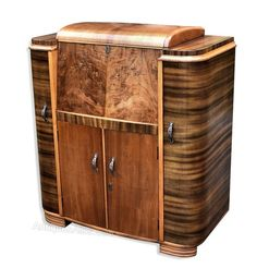 View this item and discover similar for sale at - This really is a wonderful cocktail cabinet; the shape is superb and reminds of the old radiogram cabinets. Two contrasting walnut veneers, English 1920s Furniture, Art Deco Furniture, Furniture Styles, Furniture Design, Bauhaus, 1920s Interior Design, Art Deco Living Room, Muebles Art Deco, Art Deco Desk