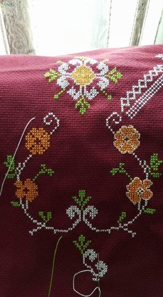 Prayer Rug, Embroidery Stitches, Diy And Crafts, Cross Stitch, Floral, Cross Stitch Borders, Crochet Roses, Cross Stitch Rose, Cross Stitch Designs