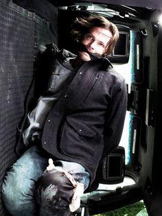 Jared Padalecki as Sam Winchester Supernatural Season 12, Jared Padalecki Supernatural, Supernatural Fan Art, Supernatural Bunker, Supernatural Episodes, Sam Winchester, Winchester Brothers, Mark Sheppard, Misha Collins