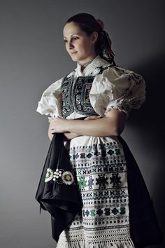 Slovak-folk-costumes:  Ábelová,  Slovensko/SLOVAKIA photo Julián Veverica Ethnic Outfits, Ethnic Dress, Folk Fashion, Ethnic Fashion, Costumes Around The World, Folk Costume, World Cultures, Traditional Dresses, Folklore