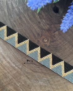 off loom beading techniques Bead Loom Bracelets, Beaded Bracelet Patterns, Jewelry Patterns, Peyote Stitch Patterns, Bead Loom Patterns, Beading Patterns, Beading Techniques, Beading Tutorials, Seed Bead Jewelry