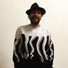 Anche @lorenzojova veste @Octopusbrand  Disponibile in store!  #octopusbrand #octopus #lorenzojova #jovanotti #152store