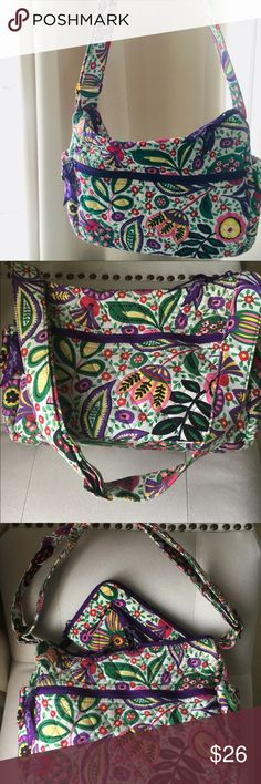 Viva la Vera set Hobo & Wallet Vera Bradley, matching Hobo with adjustable strap and wallet. Finish your casual chic or Boho look with this set!  Viva la Vera print, so pretty! 💐🌷🌹🥀🌺🌻🌼🌸 Vera Bradley Bags Hobos