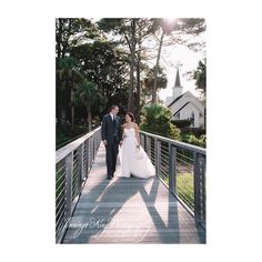 Be sure to pick up your winter issue of A Lowocountry Wedding to see Ali and Chris's stunning Palmetto Bluff nuptials!  @jenningsking @kellicornwed @montagepalmettobluff @palmettobluff  @emcreativefloral @bridessidebeauty @madison_james @menswearhouse @verawanggang @alicampbell_rd #jenningskingphotography #theeagleshavebanded #palmettobluffweddings #lowcountrywedding #chswedding #jenningskingbride #palmettobluffwedding #palmettobluffphotographer #palmettobluffweddingphotographer…