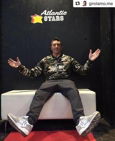 ☆☆☆ ジローラモさんがアトランティックスターズのブースに来てくださいました ▪︎ Grazie mille!!! ▪︎ Atlantic STARS(アトランティックスターズ) ANTARES(アンタレス) CSEL-86B CINQUE STELLE 限定モデル ▪︎ #atlanticstars #atlanticstarsjapan #macchiaj #macchiajluxury #beable #hawkers #makisunglasses #rm913 #dextermilano #cinquestelle #cinquestellejapan #アトランティックスターズ #マッキアジェー #マッキアジェーラグジュアリー #ビーエイブル #ホーカーズ #マキサングラス #デクスターミラノ #チンクエステッレ #イタリア #ラグジュアリーイタリアンカジュアル #チンクエステッレ広尾 #ootd #cinquestellestyle #csstyle #pittiuomo #ピッティ #ジローラモ Christmas Sweaters, Safari, Sporty, Style, Fashion, Swag, Moda, Fashion Styles, Christmas Jumper Dress