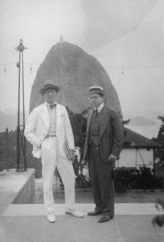 Le Corbusier in Rio de Janeiro (Brazil). Look at this astonishing white suit! Someone shall say Swiss People don't have style...