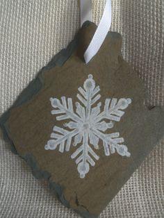 Vintage Slate OOAK Handpainted Snowflake by SlatedInSpirit on Etsy Etsy Handmade, Handmade Items, Handmade Gifts, Stone Painting, Rock Painting, Hand Painted Rocks, Painted Stones, Slate Rock, Christmas Goodies