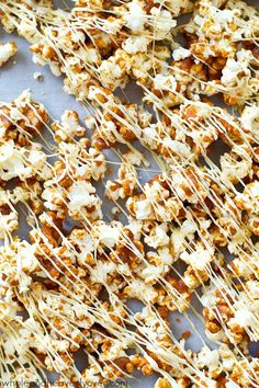 Coated in a gingerbread-spiced caramel sauce and drizzled with plenty of white chocolate, this dynamite caramel popcorn is nearly impossible to stop eating! Popcorn Snacks, Flavored Popcorn, Popcorn Recipes, Snack Recipes, Dessert Recipes, Car Snacks, Popcorn Kernels, Popcorn Balls, Fall Recipes