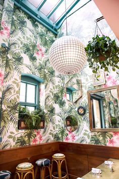 Leo's Oyster Bar, floral + palm interior dream in SF Cafe Interior, Interior Design Living Room, Interior And Exterior, Decoration Restaurant, Restaurant Design, Leos Oyster Bar, Cafe Design, House Design, Cafe Chairs