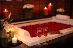 Romantic Valentines Day Ideas, Romantic Date Night Ideas, Valentines Day Decorations, Romantic Hotel Rooms, Romantic Bathrooms, Romantic Room Decoration, Romantic Bedroom Decor, Room Decorations, First Night Romance