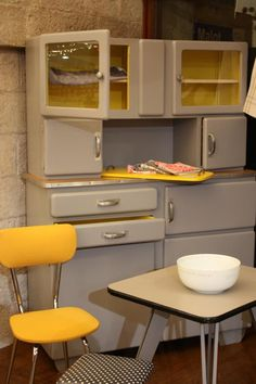 By Fabuleuse Factory  le buffet années 50 revisité... je préfère d'autres couleurs, mais je veux ce type de forme!