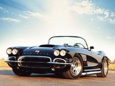 One day I want a black vintage corvette... it suits me right..!?