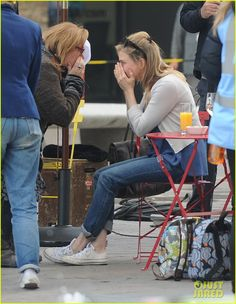 Renee Zellweger Filming 'Bridget Jones's Baby' in London, England Friday afternoon (October 9, 2015)