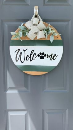 Wooden Door Signs, Wood Signs, Christmas Signs Wood, Christmas Crafts, Diy Craft Projects, Wood Crafts, Diy Crafts, Wooden Welcome Signs, Wood Wreath