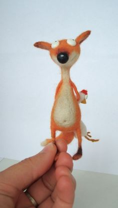 Artdoll the Fox & the hen needle felt Felt Fox, Wool Felt, Needle Felted Animals, Felt Animals, Fox Stuffed Animal, Fox Toys, 3d Figures, Needle Felting Tutorials, Textile Fiber Art