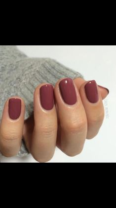 For the past couple of seasons, gray continues to be a popular color for manicures and pedicures. Dip Nail Colors, Sns Nails Colors, Cute Nails, Pretty Nails, Simple Fall Nails, Autumn Nails, Finger, Fall Nail Art Designs, Dipped Nails