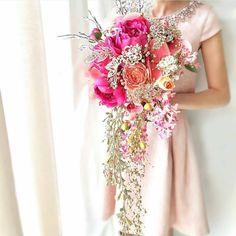 @zaphiroluxury  PARA QUE TU BODA SEA PERFECTA E  INOLVIDABLE  Elaboro y diseño los mejores y mas hermosos Bouquets y accesorios especialmente para cada novia.  Trabajados en flores en tela, flores artificiales y pedrería importada  Quieres uno para ti ?  Llamanos o hablanos al wp y directamente nuestra diseñadora te atiende.  Tel: 315 4182143  #Zaphiroluxury @zaphiroluxury @zaphiroluxury @zaphiroluxury  Cuenta aliada @zaphiroluxurynovias @zaphiroluxurynovias