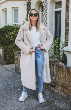 Want to feel like a queen? This long faux fur elevates your style to the next level 👸 Long Beige Faux Fur Coat with pockets on the side. SIZES: CM Bust Length Shoulder Sleeve S 108 109 45 54 M 112 110 46 L 116 111 47 Beige Faux Fur Coat, Fashion Women, Style Fashion, Fall Lookbook, Autumn Style, Queen, Fur Coats, Outfit Winter, Shoulder Sleeve