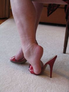 women feet showing soles sandals Sexy Legs And Heels, Sexy High Heels, Womens High Heels, Feet Soles, Women's Feet, Talons Sexy, Open Toe High Heels, Gorgeous Feet, Sexy Toes