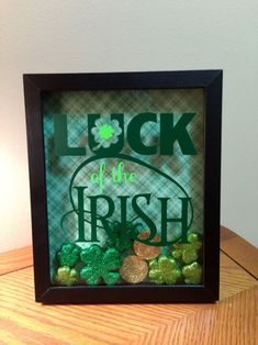 Luck of the Irish St Patrick& Day Shadow Box Art Holiday Crafts, Holiday Fun, Holiday Ideas, Holiday Decor, Sant Patrick, Saint Patricks Day Art, St. Patrick's Day Diy, St Patrick's Day Decorations, Shadow Box Art