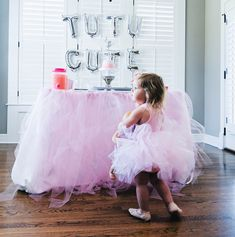 Tutu Cute Birthday Party - Birthday Party Ideas for Girls. This tutu cute party is perfect for your little dancer! Birthday party ideas for 2 year olds, pink birthday party, little girl birthday party. 2 Year Old Birthday Party Girl, Girls Birthday Party Themes, Little Girl Birthday, Birthday Ideas, Birthday Party Checklist, Pink Birthday, Party Ideas, Tutu Party, Party Hats
