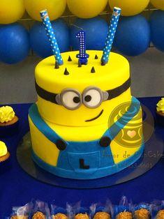 Bolo Fake Minions, Bolo Minion, 7th Birthday Cakes, Minion Birthday, Minion Theme, Minion Party, Minion Cake Tutorial, Bug Food, Cake Land