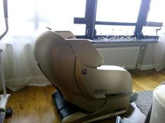 Main features: Fully automatic massage in all combinations, 340 massage combinations, Full back massage - from neck to hips, Needs no space behind the chair Shiatsu Massage Chair, One Room Apartment, Good Massage, Massage Techniques, Yamaguchi, Diy Chair, Reflexology, Chairs For Sale, Chair Pads