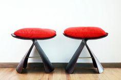 #Butterfly #stool #Sori Yanagi 1956 en madera contrachapada con cojín de Terciopelo Rojo Importado de Japón por Tendo Co. El diseño conjuga del Oriente la forma y del Occidente el uso de materiales en madera de contrachapado. Para precio y Medidas mándanos un email a modernismomex@gmail.com