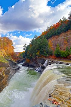 The Lower Falls in Letchworth State Park is a beautiful display of the Genesee River cutting through shale rock, cutting and winding through the park. NY, US