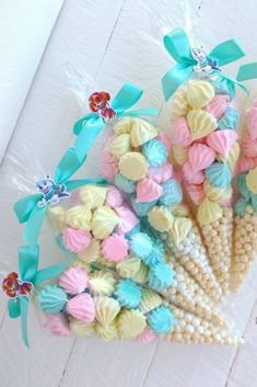How to make a sigh to sell: See recipe and ideas for making money If you need extra money without spending a lot learn how to make a sigh to sell: See Frozen Themed Birthday Party, Unicorn Birthday Parties, Unicorn Party, Christmas Cookies Gift, Meringue Cookies, Baby Girl Birthday, Cookie Gifts, Party Treats, Craft Gifts