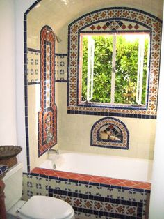 Browse our photos of Spanish Bathroom with mexican style. Find ideas and inspiration for your bathroom with Spanish-style and mexican-style to add to your own home. Spanish Bathroom, Spanish Style Bathrooms, Spanish Style Homes, Spanish House, Spanish Revival, Spanish Colonial, Mexican Style Homes, Style At Home, Estilo Colonial