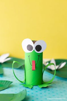 Frog Toilet Paper Roll Toilet Paper Art, Toilet Paper Roll Crafts, Paper Plate Crafts, Cardboard Crafts, Cardboard Playhouse, Arts And Crafts For Kids Easy, Recycled Crafts Kids, Projects For Kids, School Projects