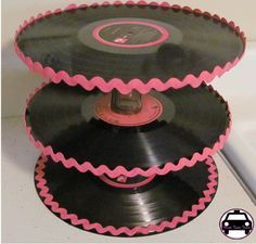 records as a cake stand. the pink Ric-rac gives it a very feel & would allow for cardboard cake circles to strengthen the tiers without being obvious. Grease Themed Parties, 50s Theme Parties, Grease Party, Party Themes, Party Ideas, Fifties Party, 1960s Party, Retro Party, 40th Birthday Parties