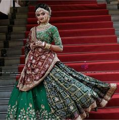 Indian Bridal Hairstyles Perfect for Your Wedding 4 Bridal Hairstyles for the Es who Want to Ditch their Crown Indian Bridal Hairstyles, Indian Bridal Outfits, Indian Bridal Lehenga, Indian Bridal Fashion, Indian Bridal Wear, Indian Designer Outfits, Indian Dresses, Wedding Hairstyles, Shadi Dresses