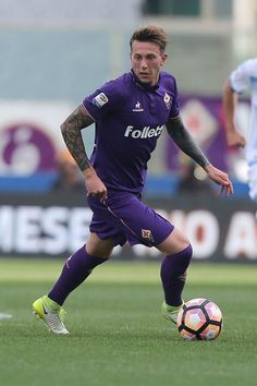 Federico Bernardeschi of ACF Fiorentina in action during the Serie A match between ACF Fiorentina and SS Lazio at Stadio Artemio Franchi on May 13, 2017 in Florence, Italy.