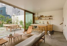 San Francisco residents reached out to Ryan Leidner Architecture when it was time to renovate and add on to their Harrison St House in the Mission District. Harrison House, Mission District, Sweet Home, San Francisco Houses, Minimal Home, Storey Homes, Courtyard House, Japan Design, Indoor Outdoor Living