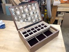 Wood Projects, Woodworking Projects, Wooden Box Designs, Diy Garage Storage, Japanese Woodworking, Organiser Box, Made Of Wood, Wood Boxes, Keepsake Boxes