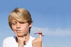 8 Tipps gegen Schusseligkeit - Vor Vergesslichkeit ist leider niemand ganz sicher. Hier die besten 8 Tipps gegen Schusseligkeit bei Kindern und Jugendlichen.  #SachenVerlieren, #Schusseligkeit, #StrukturenSchaffen, #Vergesslichkeit