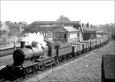 9022 at Hatton with a brick train from the east Midlands. Steam Railway, British Rail, Great Western, Shop Fronts, Steam Engine, Steam Locomotive, Birmingham, Civil Wars, Steamers
