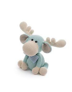 Monty the moose, a design by LittleAquaGirl. This crochet pattern is part of the book Zoomigurumi 7!