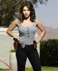 Sarah Shahi as Detective Dani Reese in Life. Another beautiful kick-ass woman/character we all crush on. Tony Soprano, Sarah Shahi, Beautiful Actresses, Actors & Actresses, Gq, Life Tv, Female Form, Gorgeous Women, Sexy Women