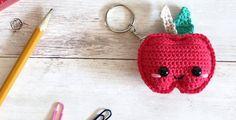 Kijk wat ik gevonden heb op Freubelweb.nl: een gratis haakpatroon van Spin a Yarn Crochet om deze leuke appel sleutelhanger te maken https://www.freubelweb.nl/freubel-zelf/gratis-haakpatroon-sleutelhanger-appel/